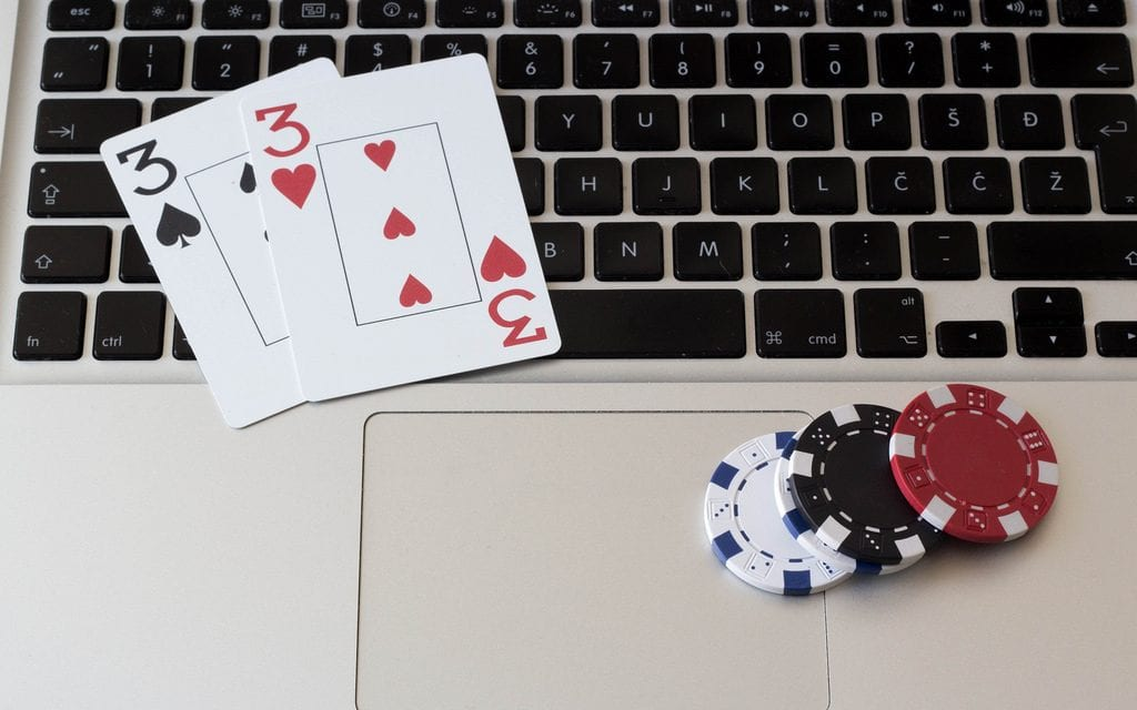 SOME PROS AND CONS OF PLAYING ONLINE POKER